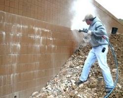 очистка фасада от высолов